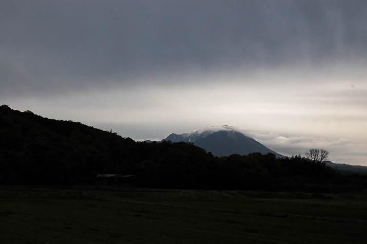091129 水墨画のような大山.jpg