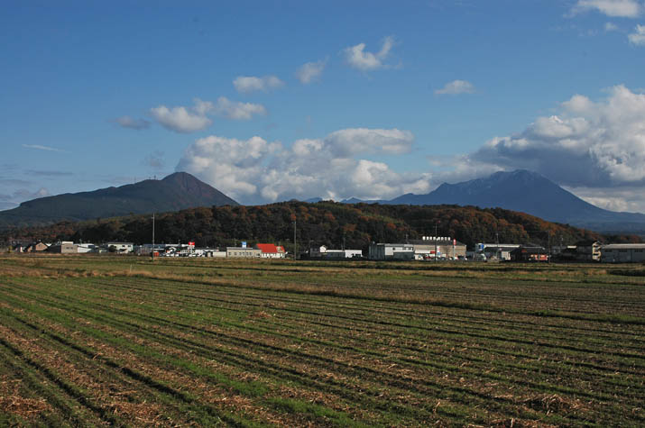 091202 大山と壺瓶山と孝霊山.jpg