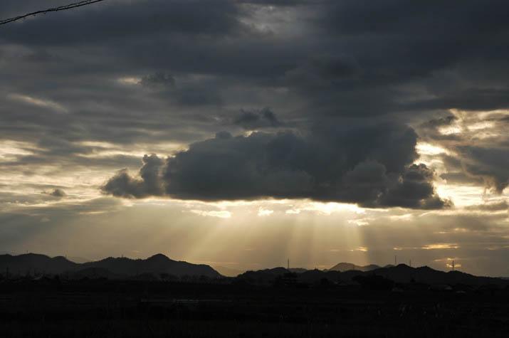 091207 金色の光あふれる雲.jpg