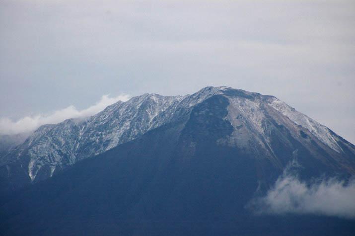 091213 氷が斑な大山山頂.jpg