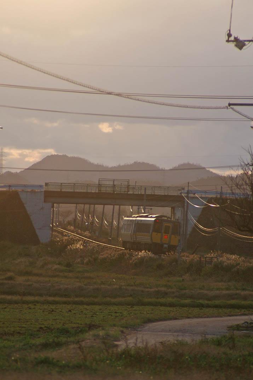 091216 夕日と特急列車.jpg