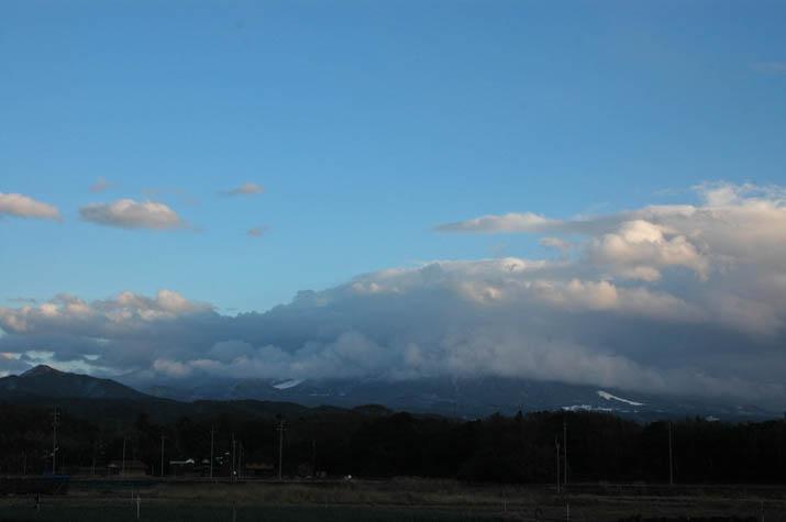 091217 大きな雲と大山の雪.jpg