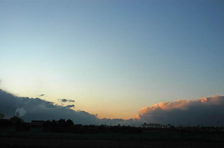 091217 迫り来る大きな雲.jpg
