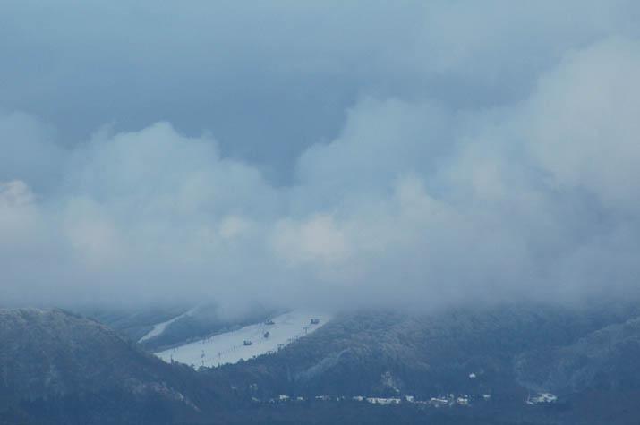 091221 雲間の大山スキー場.jpg