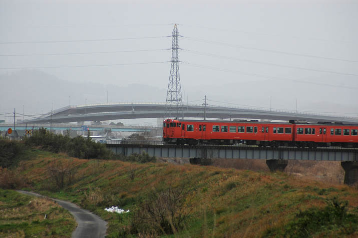 091226 米子ジャンクションと普通列車.jpg