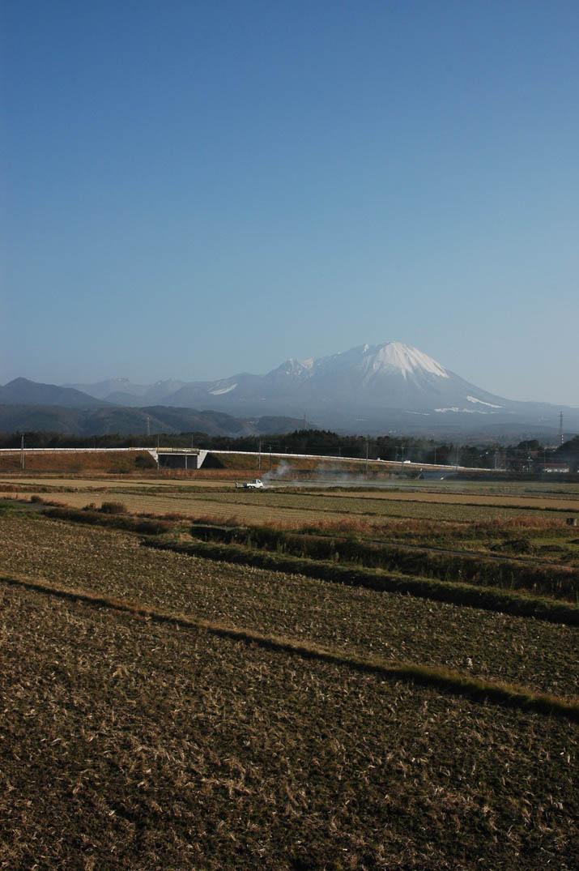 091227 晴れた空と大山.jpg