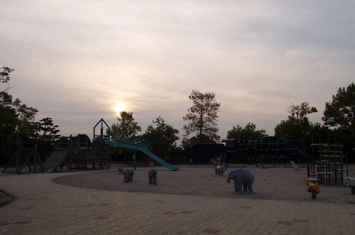 100k_011 静かな夕暮れの湊山公園