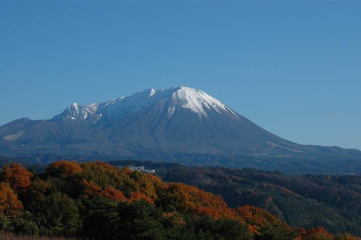 100k_060 雪を纏う初冬の大山.jpg