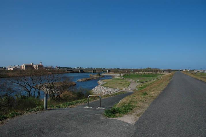 100k_064 日野川沿い道と景色.jpg