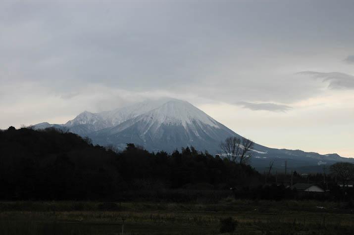 100104 山頂は大荒れの大山.jpg