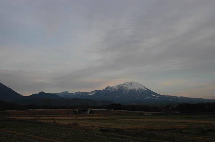100127 日暮れ前の大山.jpg