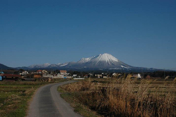 100207 真っ青空と大山.jpg