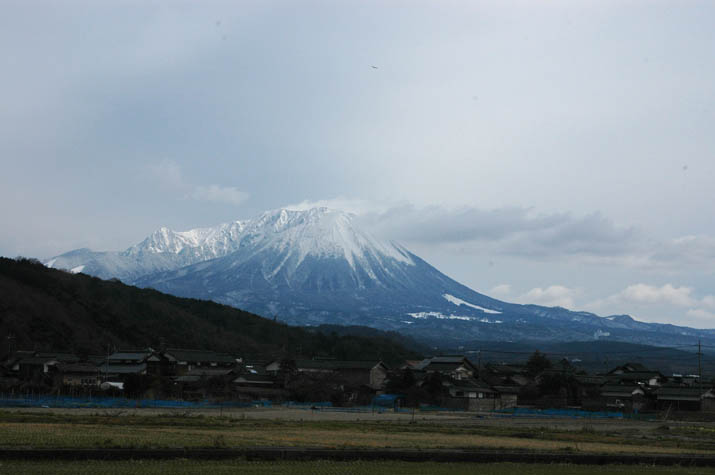 100217 大山山頂にあたる帯状の風.jpg