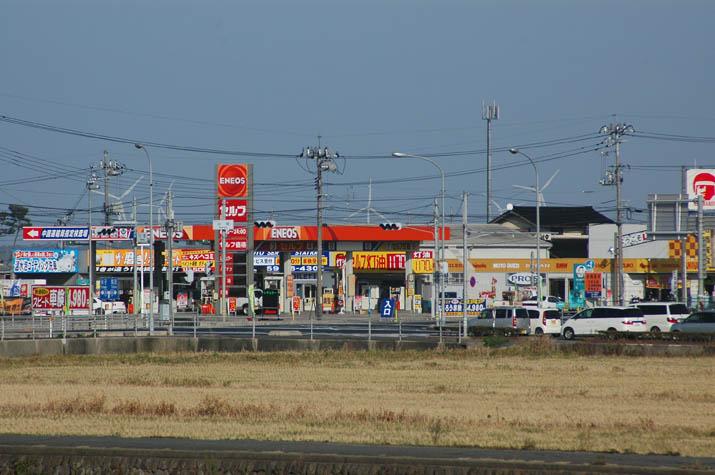 100306 ガソリンスタンド.jpg