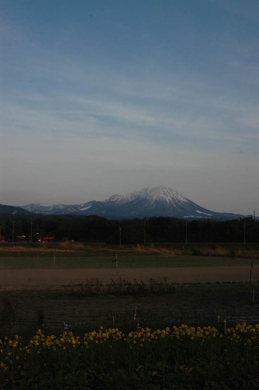 100312 夕暮れ時の大山.jpg