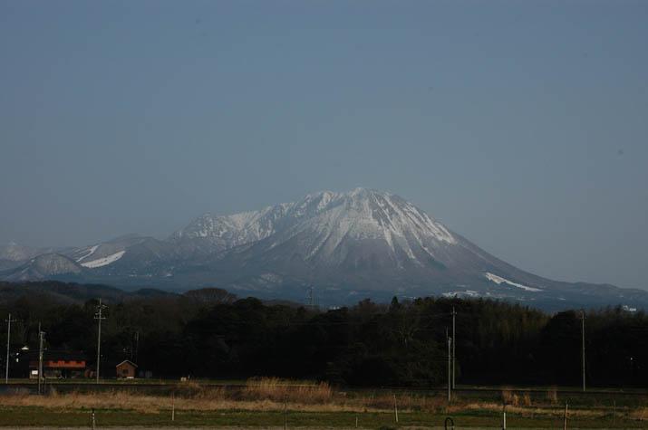 100314 雪解け進む大山.jpg