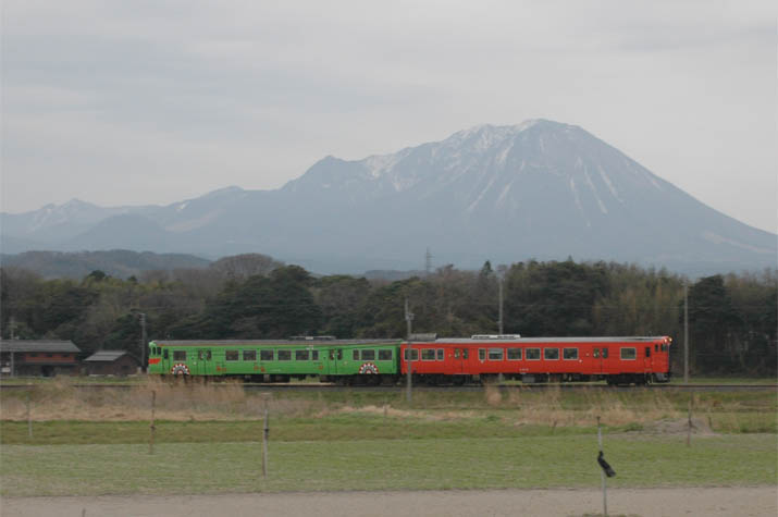 100322 大山と山陰線.jpg