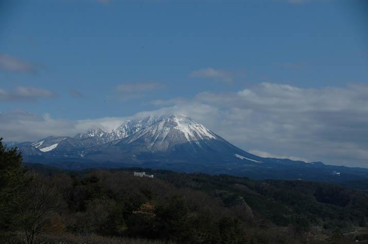100325 2009年3月末の大山.jpg