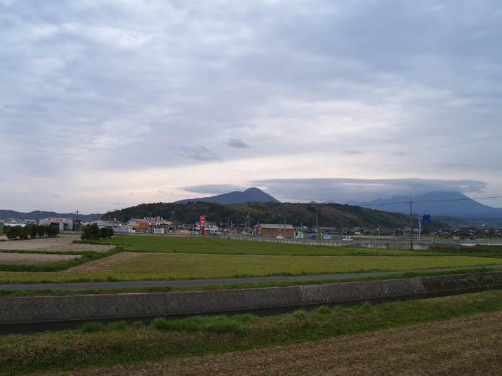 100414 夕方の空と大山.jpg
