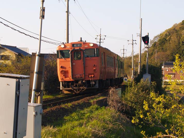 100426 米子行き普通列車.jpg