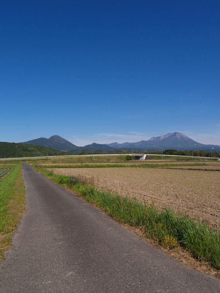 100507 青空と大山と道.jpg