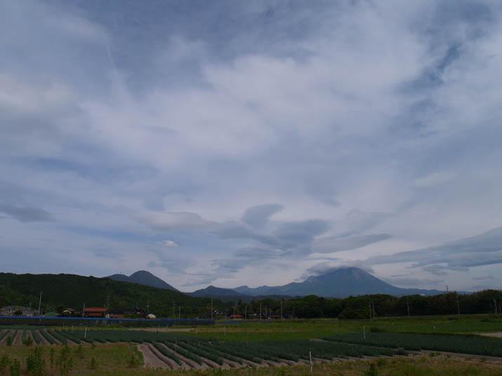 100518 今日の空と大山.jpg