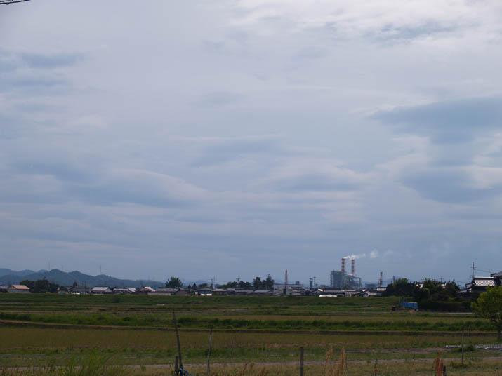 100518 西側の空と王子製紙の煙.jpg