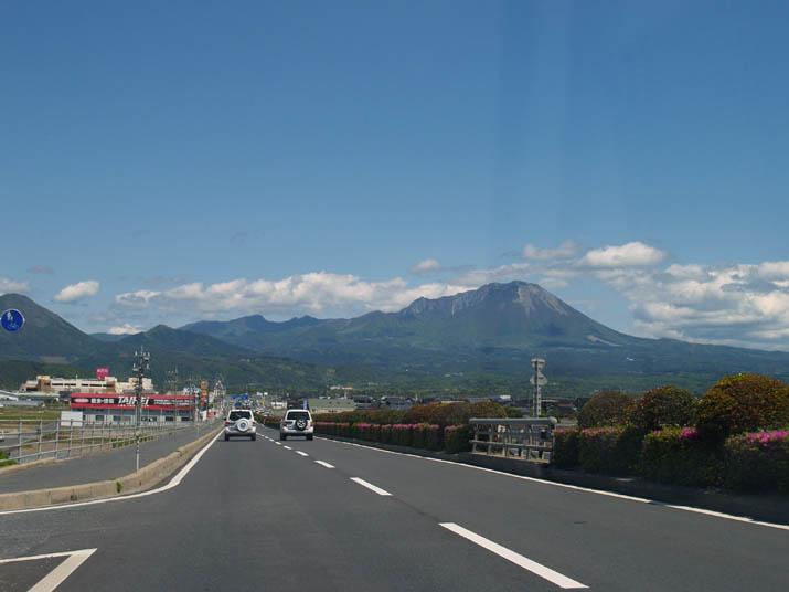 100521 431号から見る大山.jpg