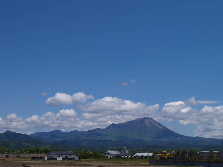 100521 9号線から見る大山.jpg