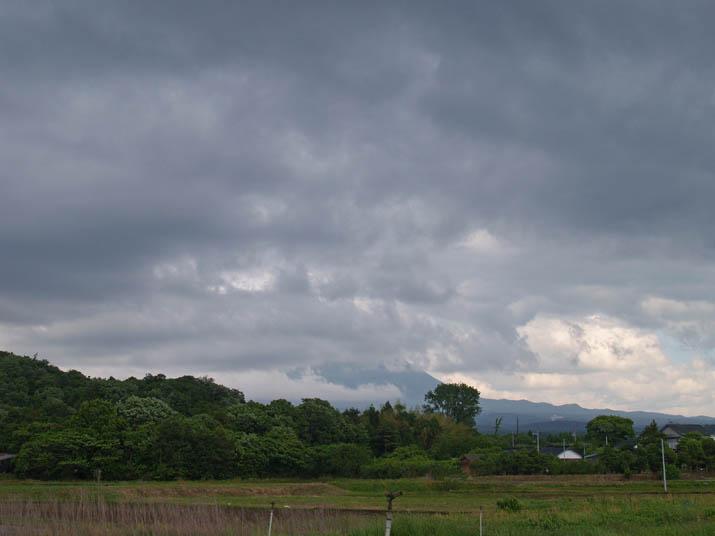 100524 雲に隠れた大山.jpg