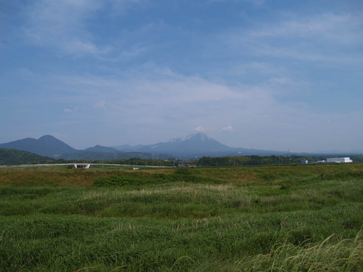 100612 佐陀川からみる大山.jpg