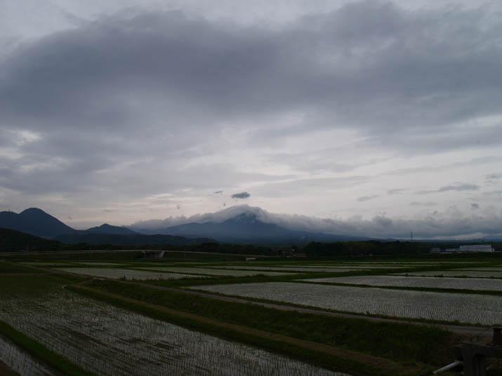 100613 雲に包まれる大山.jpg