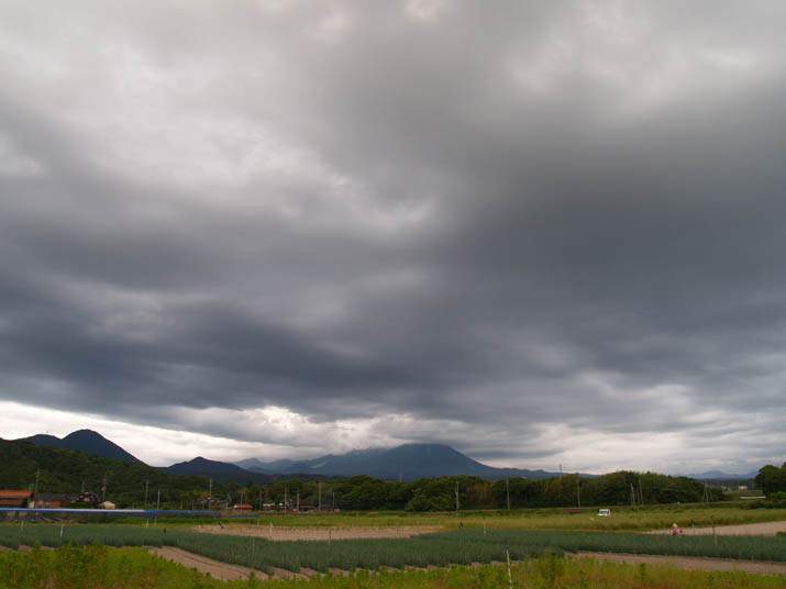 100614 めまぐるしく変化する天気と大山.jpg