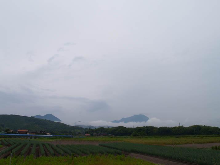 100618 雲の掛かる大山.jpg