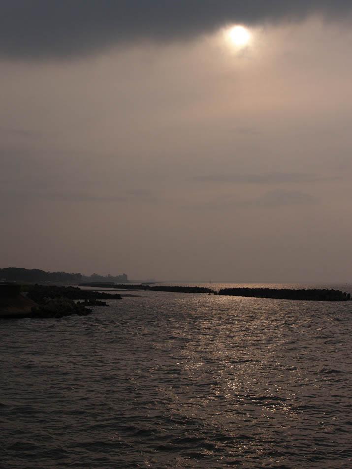 100622 日暮れ前の海.jpg