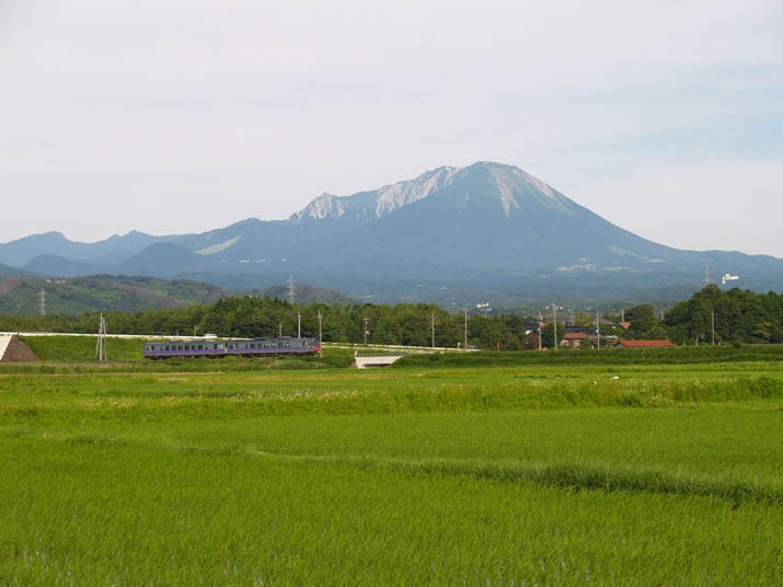 100624 大山と山陰線列車.jpg