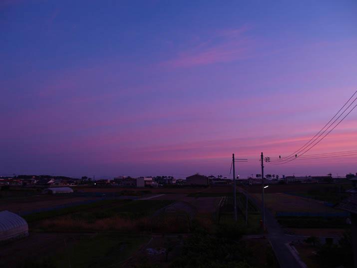 100625 紫色の朝焼け.jpg