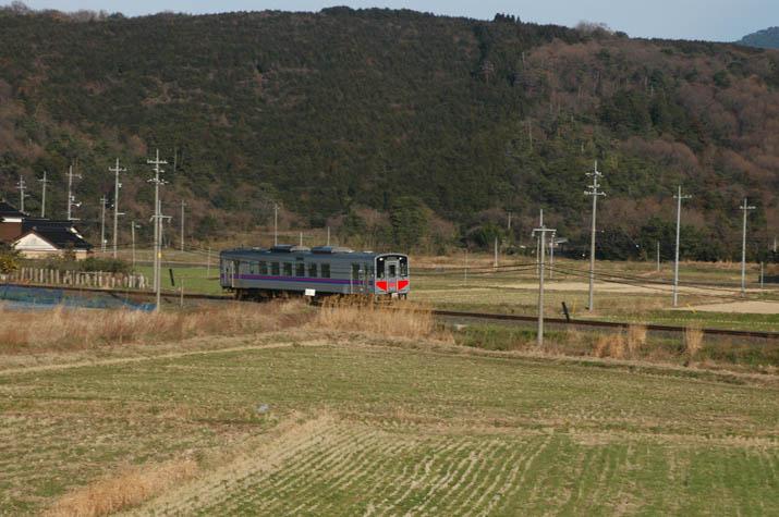 100630 ジオラマっぽい山陰線列車.jpg