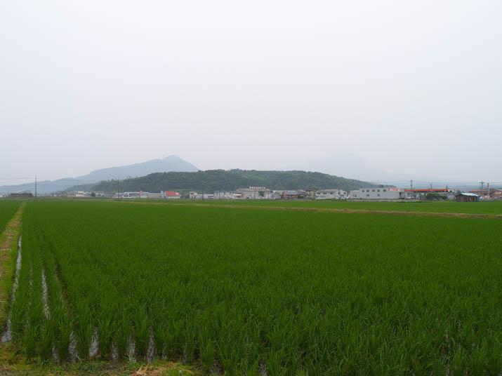 100702 田園と山々.jpg