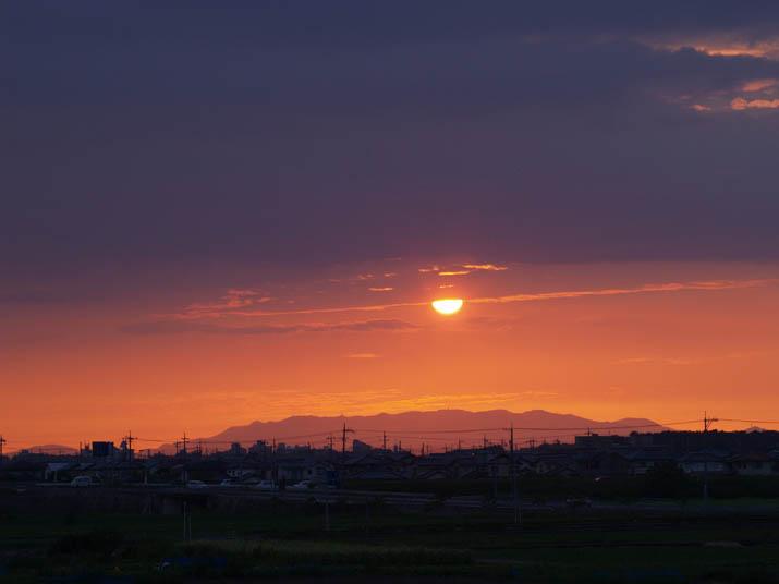 100729 オレンジ色の夕日.jpg