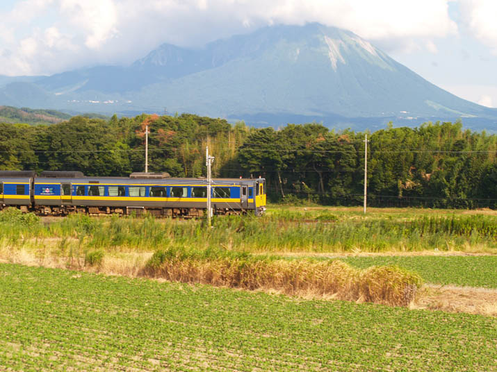 100806 特急と大山.jpg