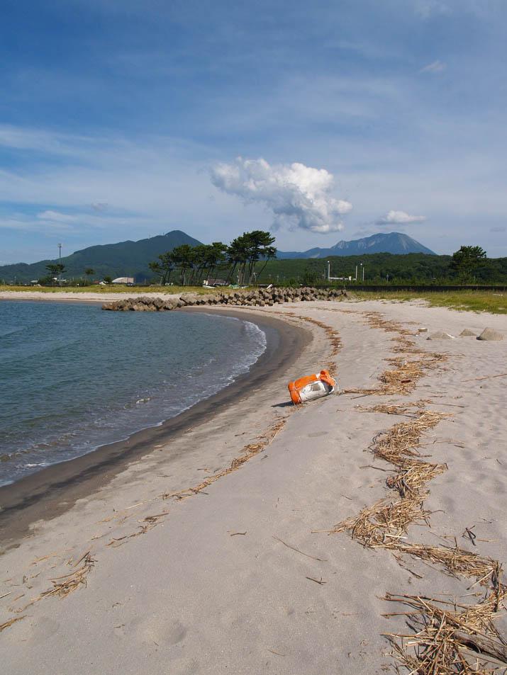 100807 浜辺と大山.jpg