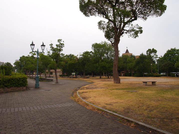 100813 静かな市役所横の公園.jpg