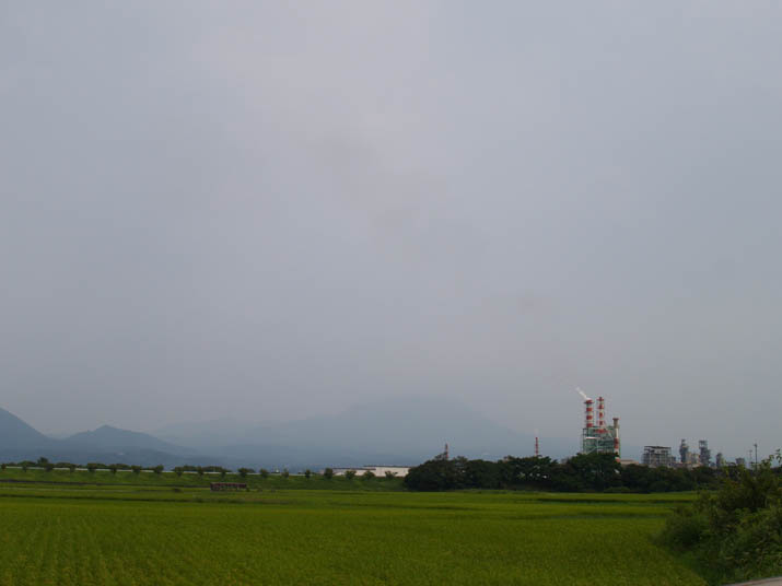 100814 王子製紙と消えかけの大山.jpg