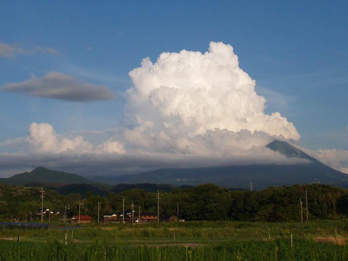 100816 大山の入道雲アップ.jpg