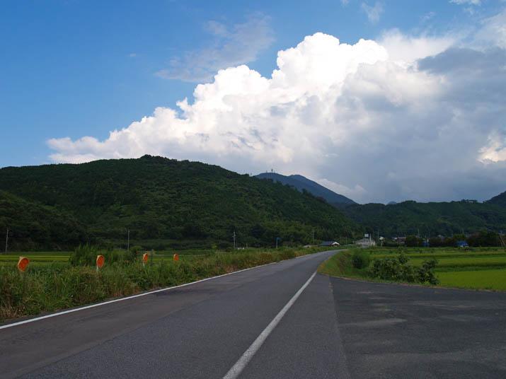 100826 孝霊山と入道雲.jpg