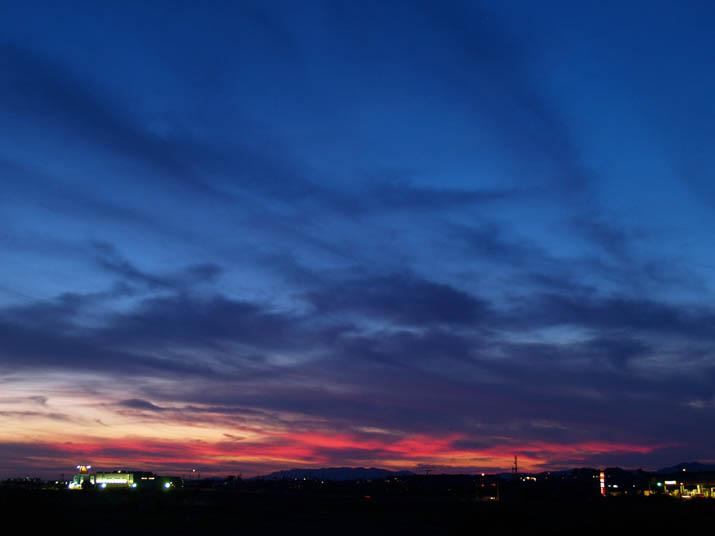 100828 赤と青の夕暮れ.jpg