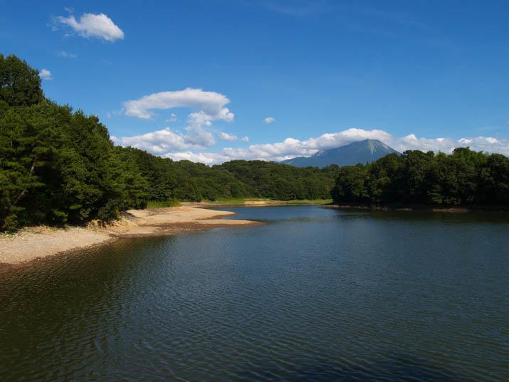 100829 岡成池と大山.jpg