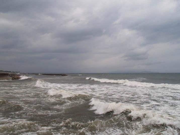 100907 荒れる淀江の海岸.jpg