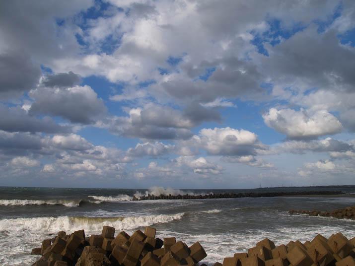 100924 荒れる美保湾の波.jpg